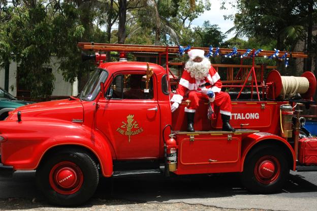 vintage-ettalong-santa-truck-2008-pearl-beach